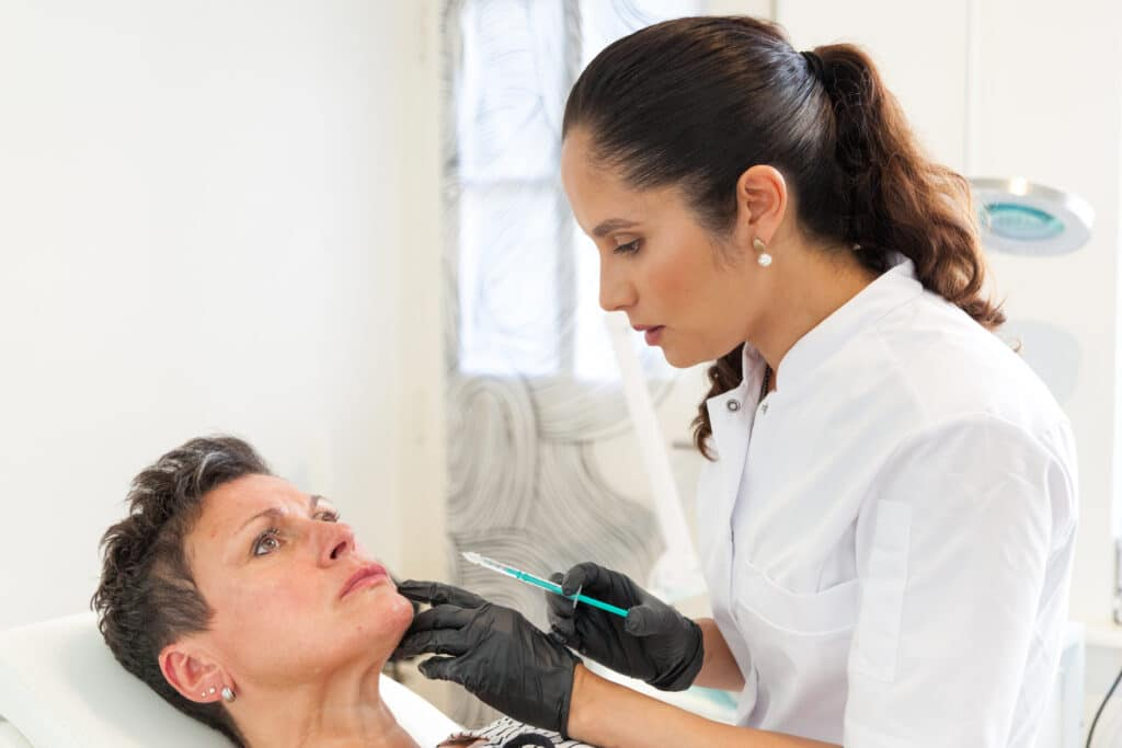 Afhangende mondhoeken behandelen met Botox
